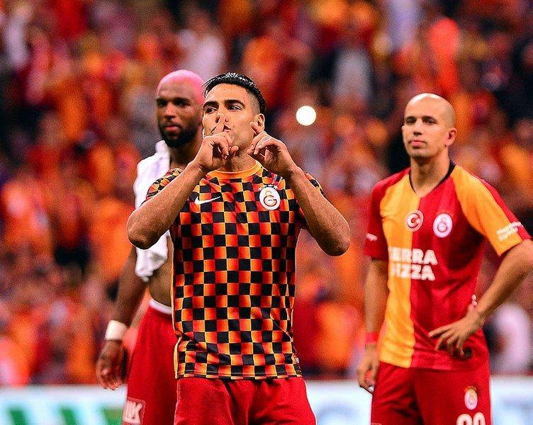 Dünya Radamel Falcao'nun Galatasaray'daki ilk maç performansını konuşuyor