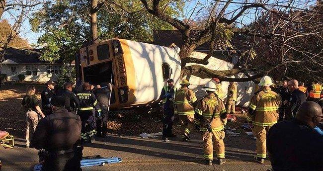 Öğrencileri taşıyan otobüs ağaca çarptı: 6 ölü
