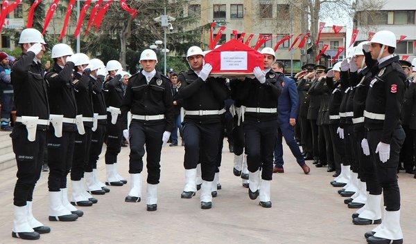 Şehit polis memuru Yunus Çavdar son yolcuğuna uğurlandı