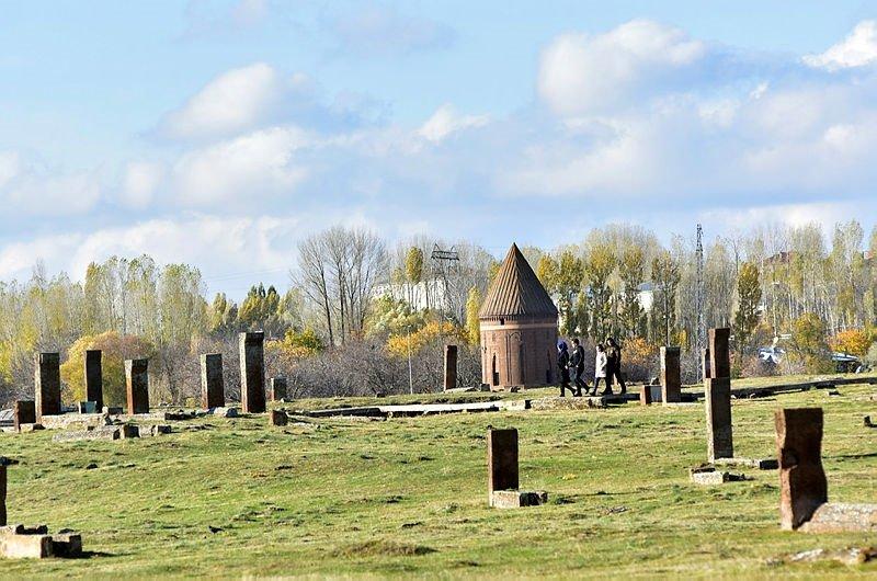 Ahlat Selçuklu Mezarlığına ziyaretçi akını - - Kültür Sanat Haberleri