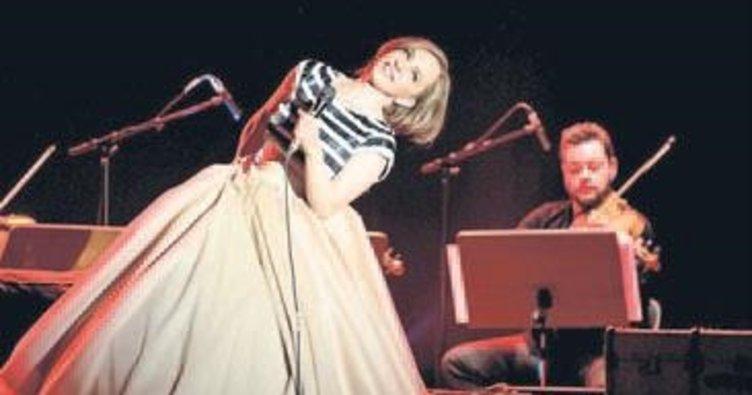 Sertab Erener'den Çeşme'de konser