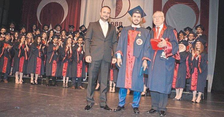 Diş Hekimliği Fakültesi öğrencileri mezun oldu