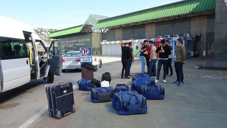 SON DAKİKA! Kışlalardan terhis olan askerler evlerine dönüyor