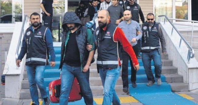 İstanbul'da 12 subaya, 3 ilde de 11 öğretmene FETÖ tutuklaması