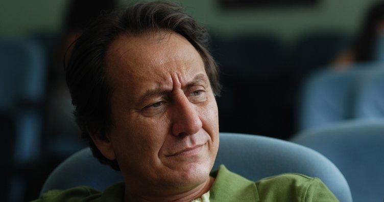 Özgür Ozan, Gidi Hadid'in babasının kopyası