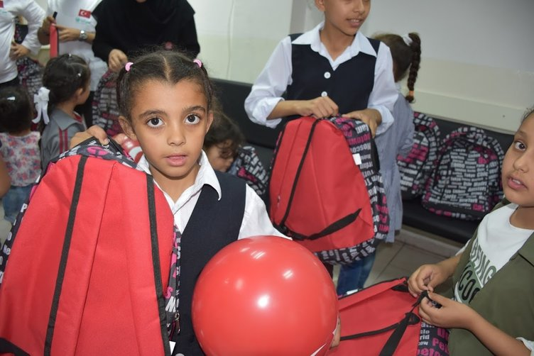 Kudüslü çocuklara okul çantası dağıtıldı