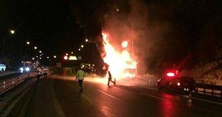 TEM Otoyolu'nda otobüs yandı: 32 kişi faciadan son anda kurtuldu