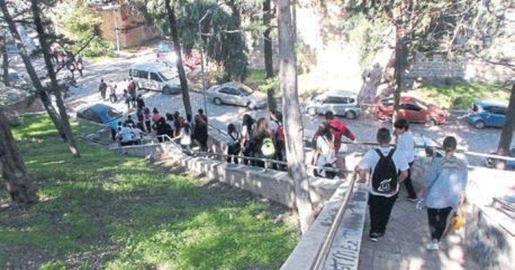 Öğrenciler Girne'yi gezdi, gördü, eğlendi
