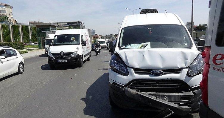 Pendik D-100 Karayolu'nda zincirleme kaza