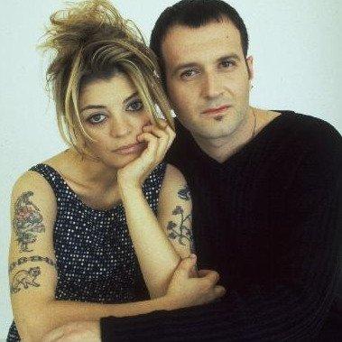 90'ların sevilen ikilisi Oya-Bora değişimleriyle şaşırttı! Oya Küçümen ve Bora Ebeoğlu'nun son hali sosyal medyayı salladı!