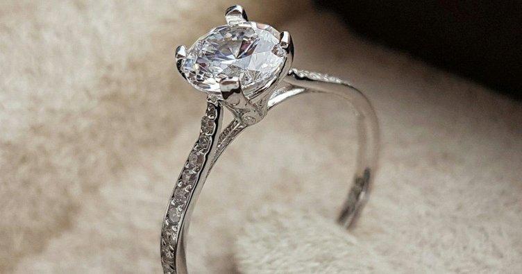 Evlenme teklifinde tektaşa dikkat