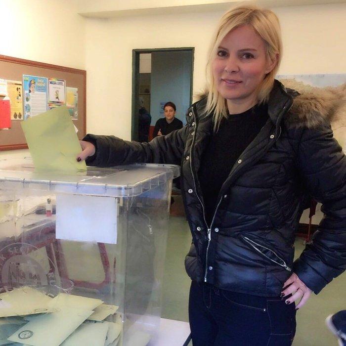 Ünlüler sandık başına giderek oy kullandı (01.11.2015)