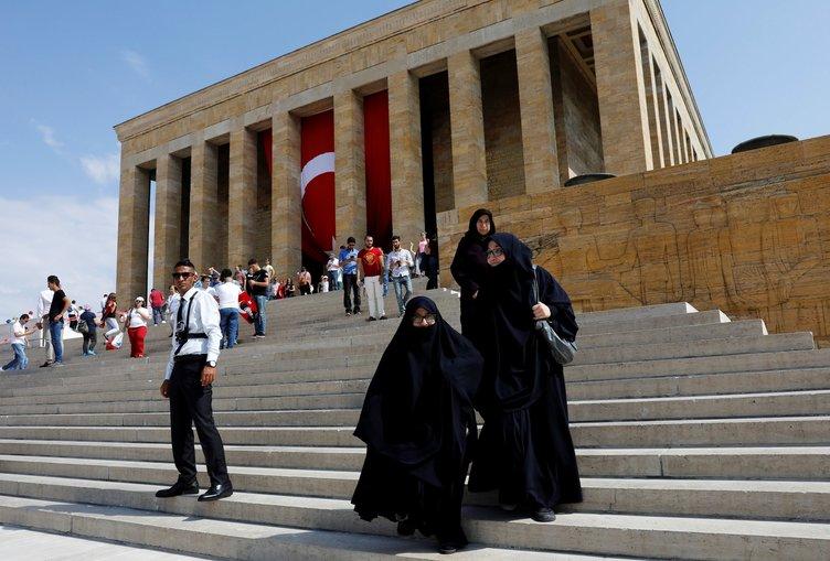 Vatandaş Anıtkabir'e akın ediyor