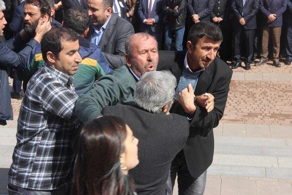 Üniversitede öldürülen görevlilerin için tören düzenlendi