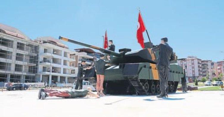 Denizli'ye 'demokrasi' anıtı