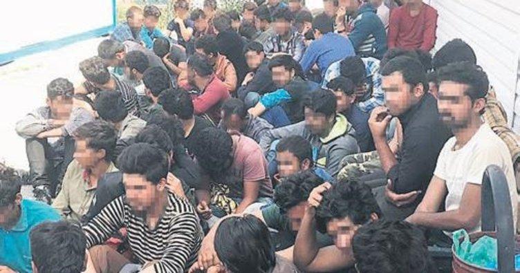 75 göçmeni şehir merkezine bırakıp kaçtılar