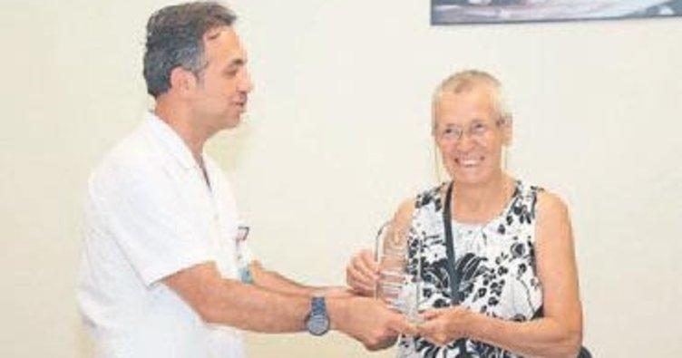 Emekli öğretmenden tıbbi cihaz bağışı