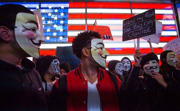 İtaatsizler maskelerini taktı