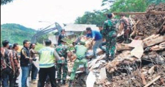 Endonezya'da sel 16 can aldı
