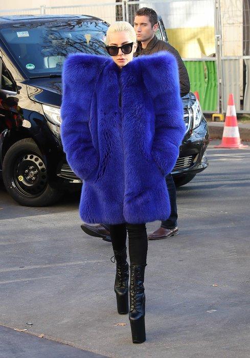Lady Gaga üzerinde servet taşıyor