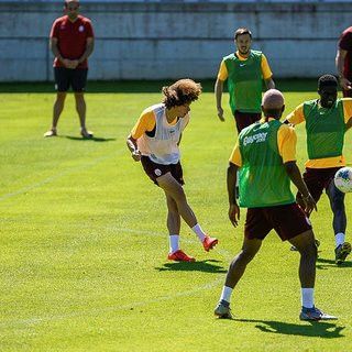 Galatasaray'da gündem transfer ama bir de yıldız doğuyor!