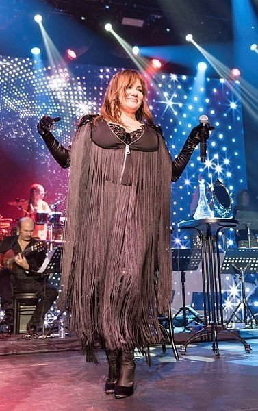 Deniz Seki iğne ipliğe döndü! 50 yaşındaki şarkıcı genç kızları kıskandırdı!