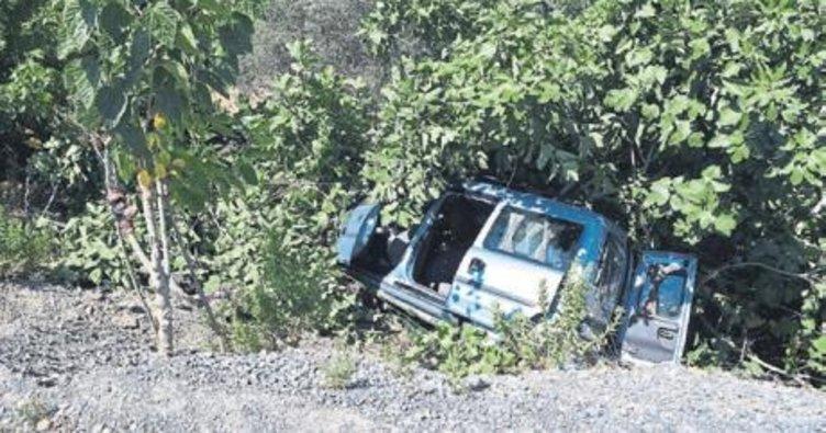 Otomobil devrildi beş kişi yaralandı