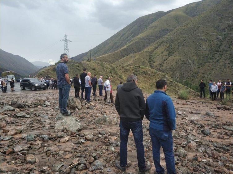 Erzurum - Artvin karayolunda heyelan