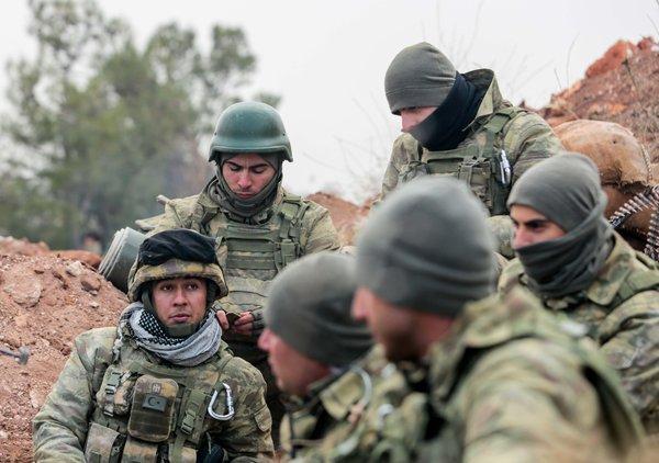 Sabah Mehmetçik'i cephede görüntüledi