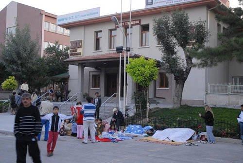 Konya'da deprem paniği