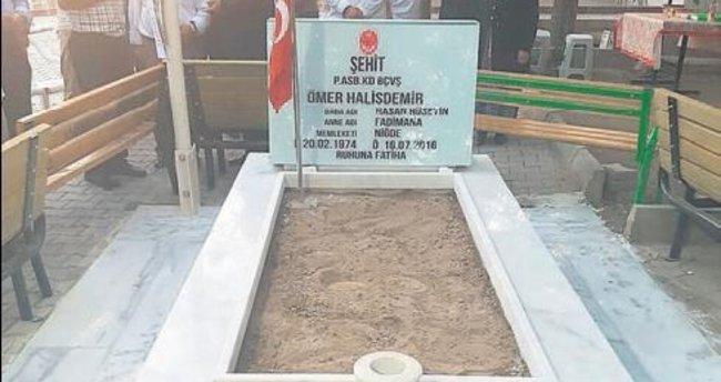 O kahramanın mezarı yapıldı