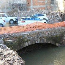 Bina altından tarihi köprü çıktı