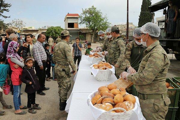 Cindereslilerin sıcak ekmeği Mehmetçik'ten