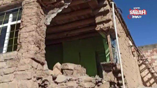 Siirt'teki 5.0'lık depremde tek katlı 2 evin yıkılan bölümleri kamerada | Video