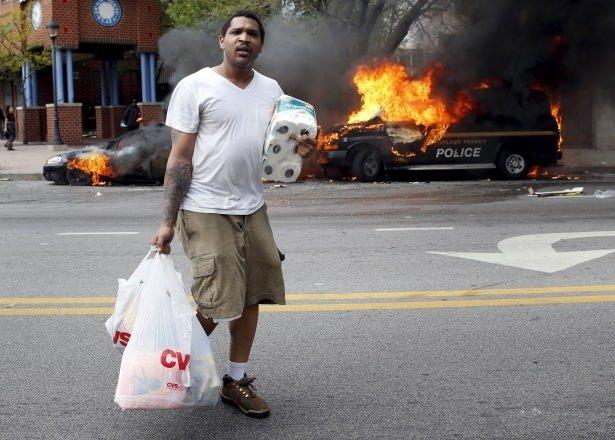 ABD sokakları yanıyor