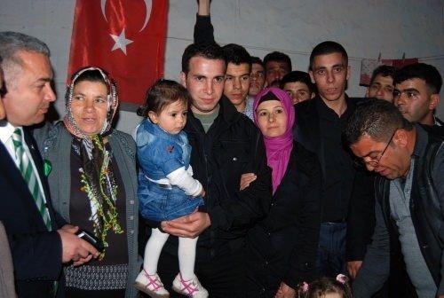 Uzman çavuş Kemal Ekinci kızını ilk kez gördü