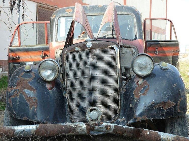 69 yıllık efsane otomobil yok pahasına satılıyor!
