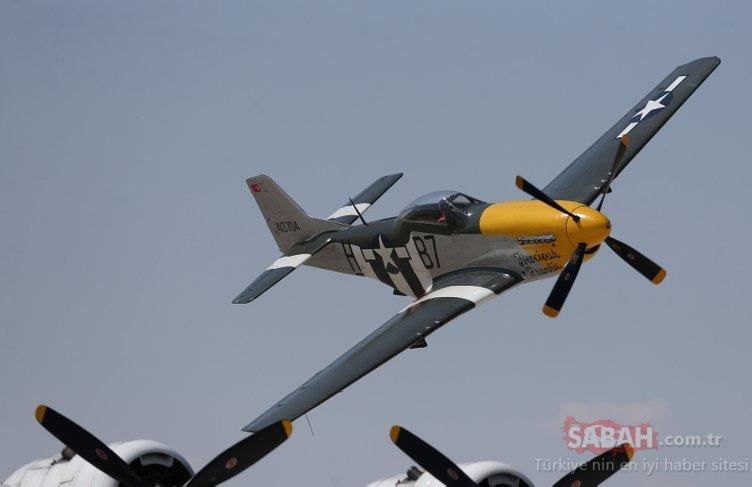 Akrobasi pilotlarının gösterisi nefes kesti