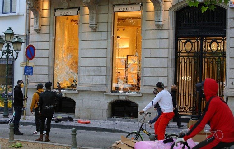 Brüksel'deki ırkçılık karşıtı gösterinin ardından lüks mağazalar yağmalandı