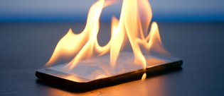 Avukatın akıllı telefonu cebinde patladı!