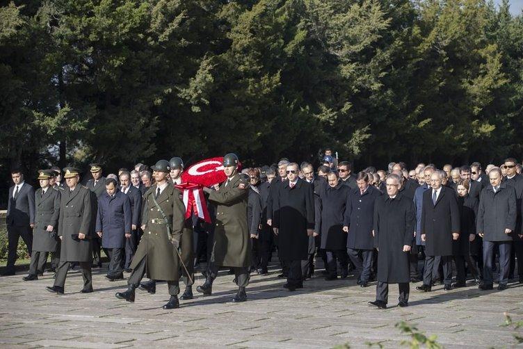 Devlet erkanı Atatürk'ü Anıtkabir'de andı