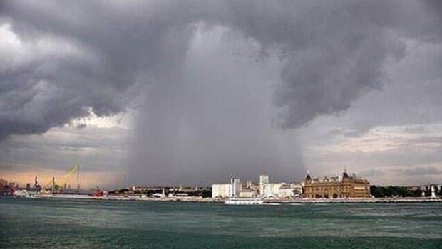 Üsküdar'da yağmur sele neden oldu