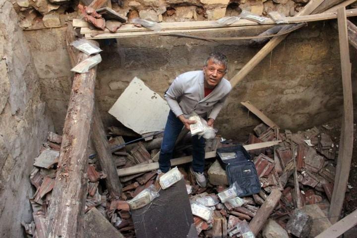 Para müzesi çöktü: Tonlarca para göçük altında kaldı!