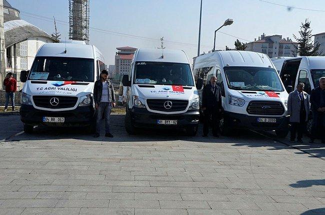 Türkiye ile İran arasında imzalanan protokolle, Ağrı ile komşu ülkenin Urumiye ve Tebriz kentleri arasında transit minibüs seferleri başlatıldı. ile ilgili görsel sonucu
