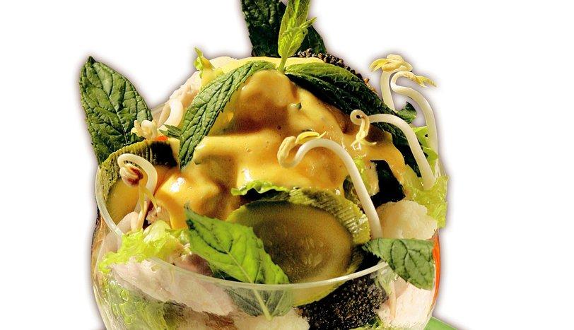 Hollandes Soslu Tavuklu Sebze Salatası