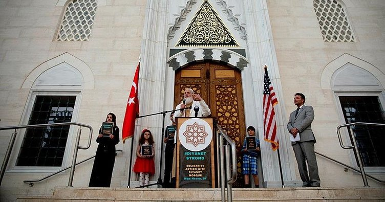 Cami kundaklanması protesto edildi