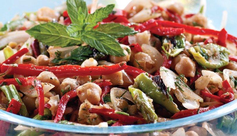 Közlenmiş Biberli Nohut Salatası