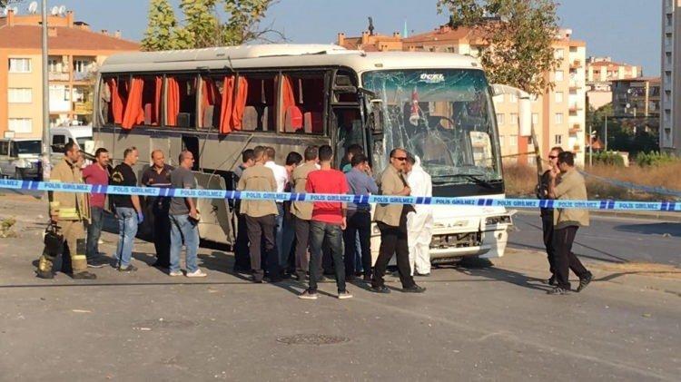 İzmir'de servis aracı geçişi sırasında patlama