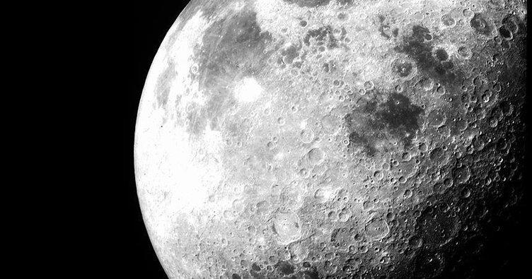 Ay'da su yaygın olarak bulunuyor!