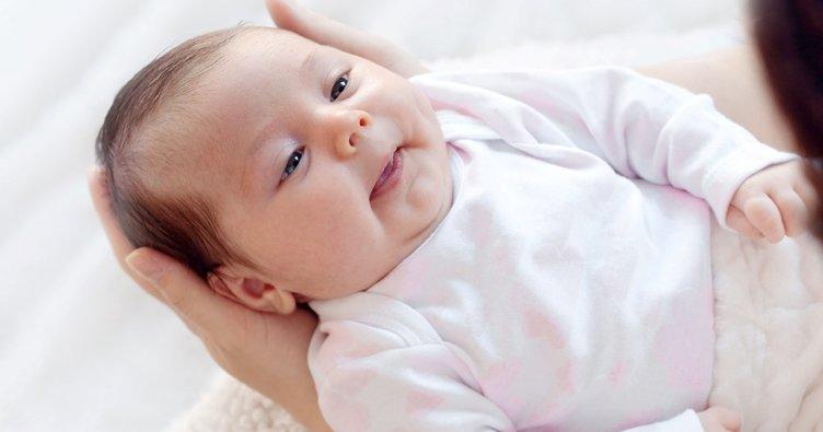 Bebeğinizin 2.ay gelişimi: Bilinçli gülücük atar!